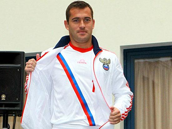 Александр Кержаков демонстрирует новую форму